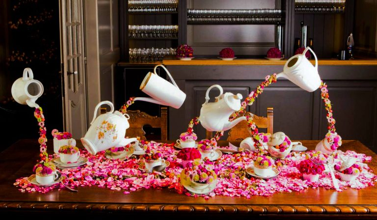 Dancing tea pots on a table