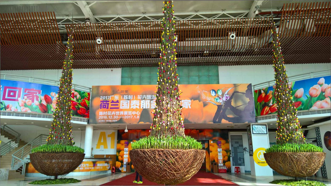 Big tulip decoration build from half sphere at the base and cone on top of it. Structures made of willow. Projects like this are specific for corporate marketing purposes.